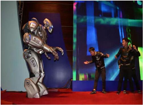 2015深圳机械展-趣英国机器人泰坦(二)【逗趣视频】
